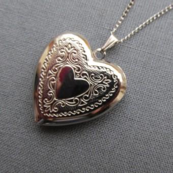 Vintage silver heart locket-340x340